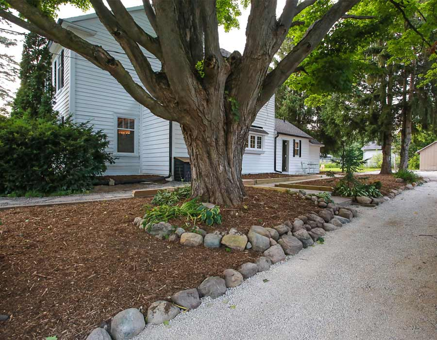 landscaping with stones and mulch